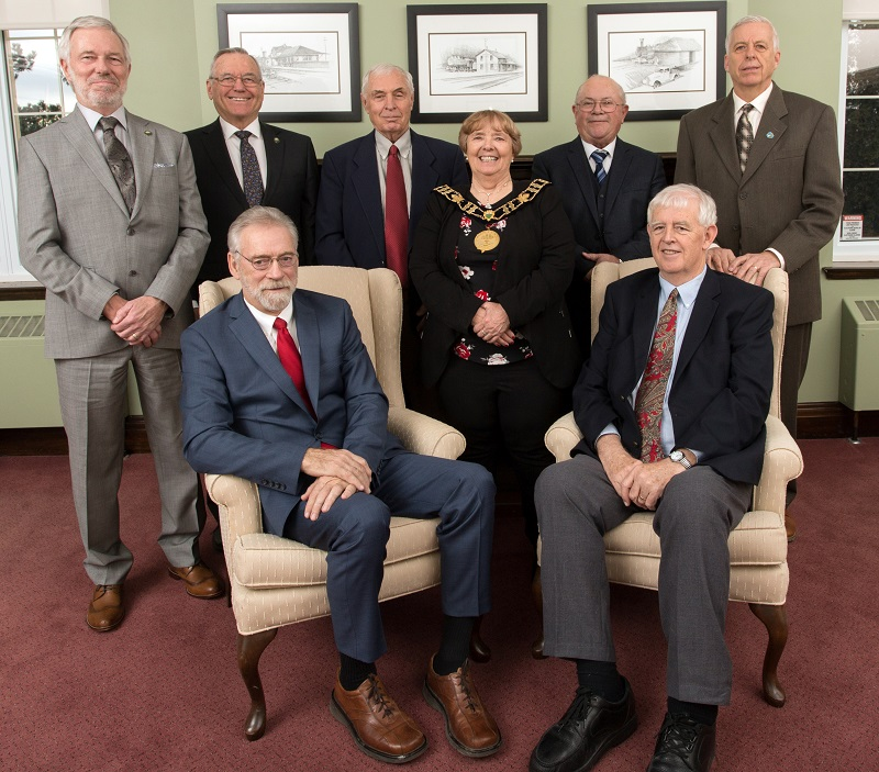 County Council Group photo with Warden Higgins with Chain of Office